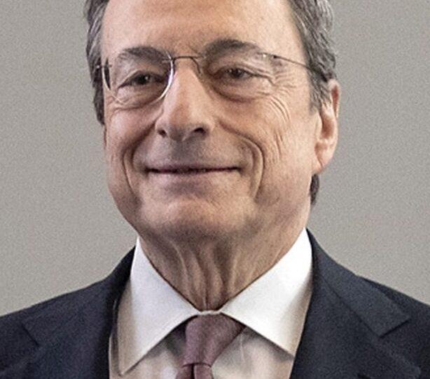 Il presidente della Repubblica Sergio Mattarella chiama Mario Draghi